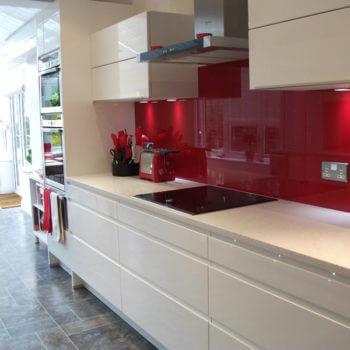 kitchen-red-glass-splashbacks-uk