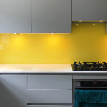 primrose-coloured-glass-splashbacks-kitchen-UK
