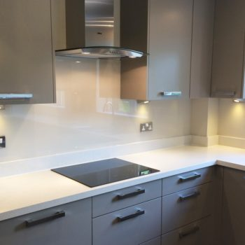 white-glass-splashbacks-uk